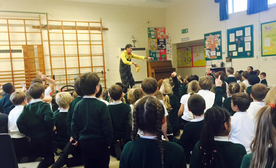 dingle-fingle-performing-for-kids-at-wingrave-school